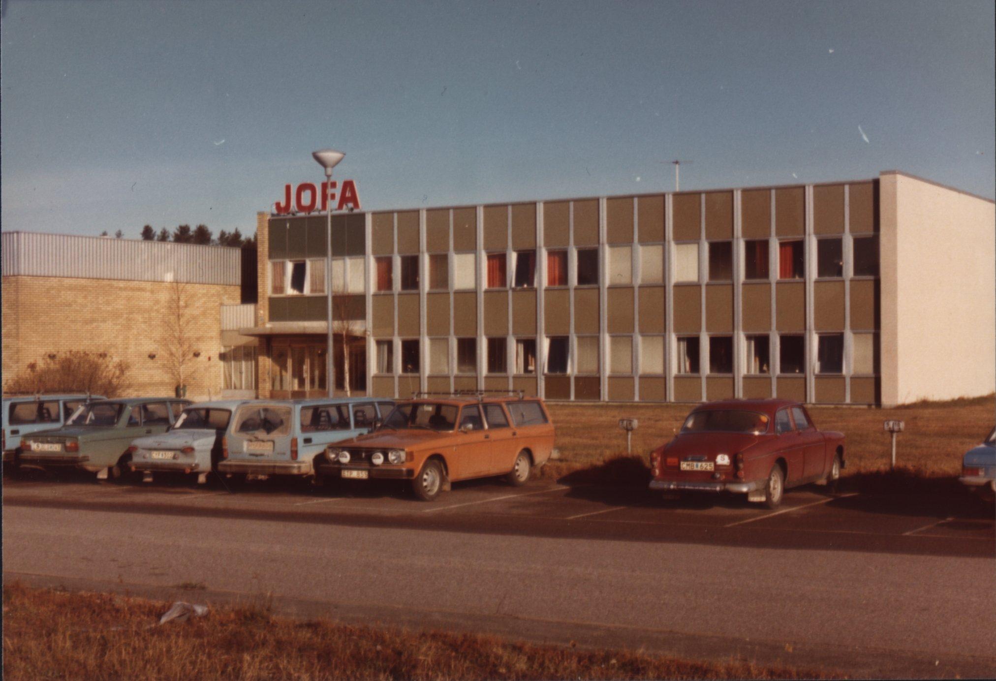 Det hela började när familjen Jonsson överaskande sålde JOFA 1973 till  Volvo. Följande företagskoncerner har varit ägare av JOFA  d30de9b4d374c
