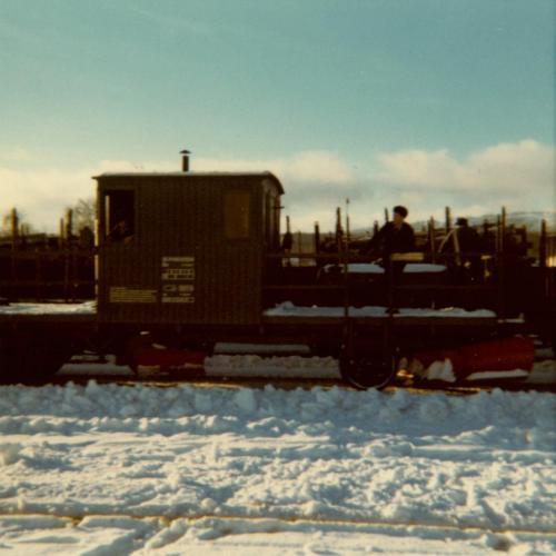 1974 Spårrensare. Rensar kring rälsen från snö och is
