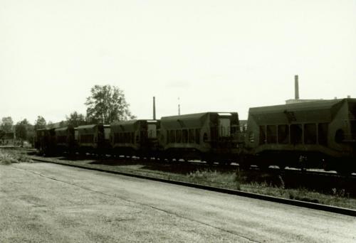1988 Makadamvagnar (För rustning av banvallen) Loket längst till vänster