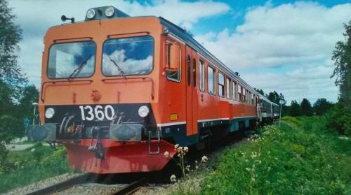 20010615 Växling i norra ändan av bangården. Norrut bortåt i bilden Y1-1360