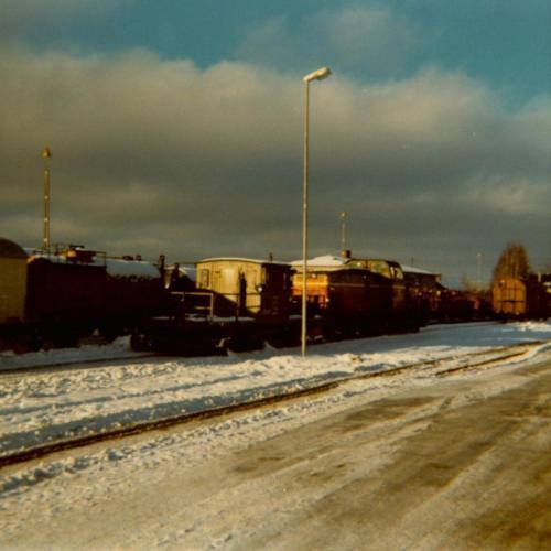 1974 Spårrensare3. Rensar kring rälsen från snö och is