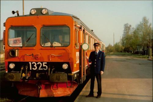 1980-talets slut Bengt-Erik Björklund och YF1-1325 rälsbuss